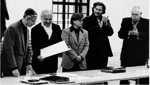 Verleihung der Ehrenmitgliedschaft der Akademie der bildenden Künste Wien durch Rektor Carl Pruscha, 1995