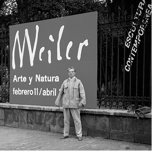 Max Weiler vor dem Museo de Arte Moderno in Mexiko City  anlässlich seiner Ausstellung, Februar 1989