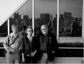 Max Weiler, Yvonne Weiler und Otto Breicha auf dem Dach  des Metropolitan Museum in New York, 1990